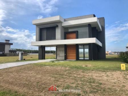 Casa em Condomínio 4 dormitórios em Capão Novo | Ref.: 872